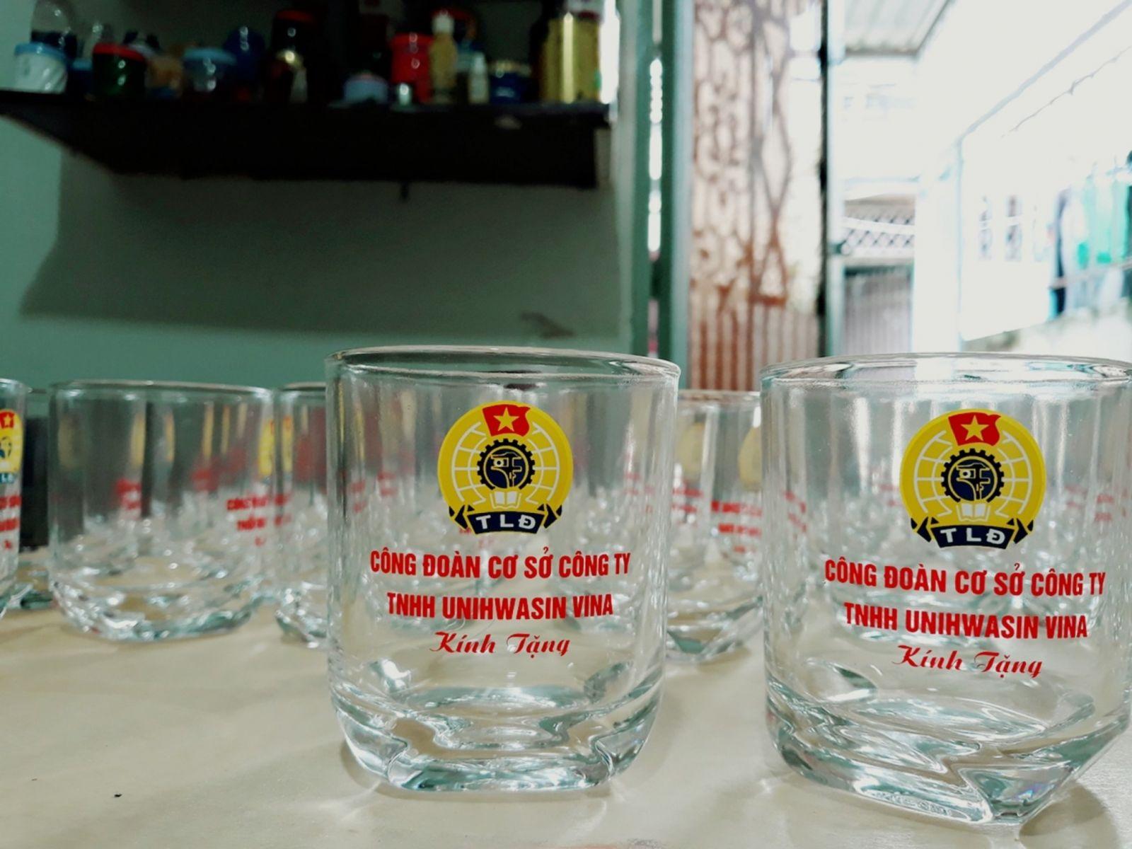 Đặt quà tặng theo yêu cầu - dịch vụ quà tặng thủy tinh in logo tại tphcm
